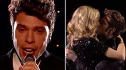 Fedez canta la canzone dedicata al figlio Leone. Chiara sale sul palco e lo