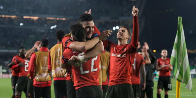 Les joueurs de Rennes célèbre leur victoire à Seville jeudi 21 février.