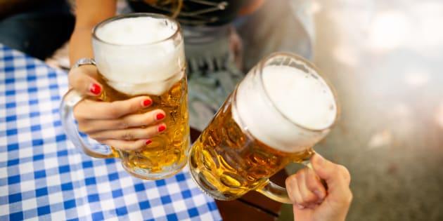 O open bar com mais de50 cervejarias artesanais temcomo intuitofacilitar o encontro e relacionamento entre donos debares.
