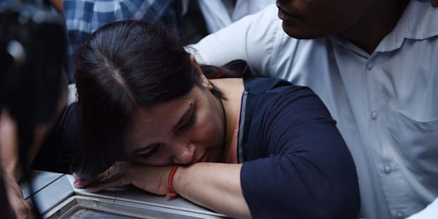 Apple executive Vivek Tiwari's wife at his funeral.