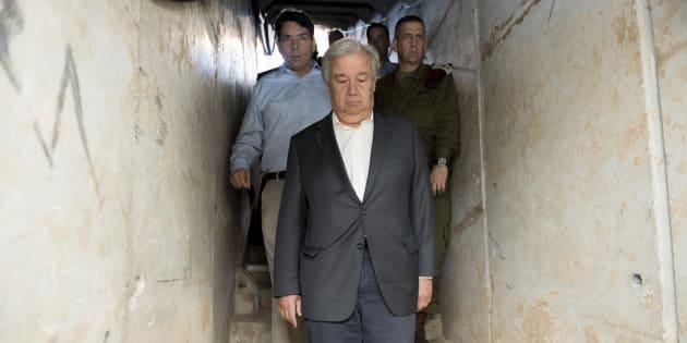 El secretario general de la ONU, Antonio Guterres, visitando con mandatarios de Israel un túnel supuestamente hecho por milicias de Gaza.