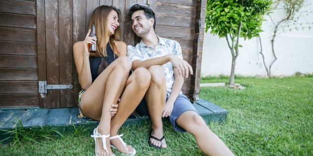 Pour plaire aux femmes, mieux vaut avoir de grandes jambes que le bras long (photo d'illustration)