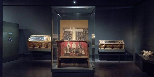 Vista de las cajas sepulcrales y el trono de Blanca de Aragón y Anjou en el Museo Diocesano de Lleida, donde se encuentran las 44 piezas que el Ayuntamiento de Villanueva de Sijena ha reclamado.