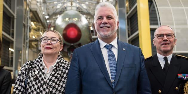 Le premier ministre Philippe Couillard en compagnie de son épouse Suzanne Pilote.