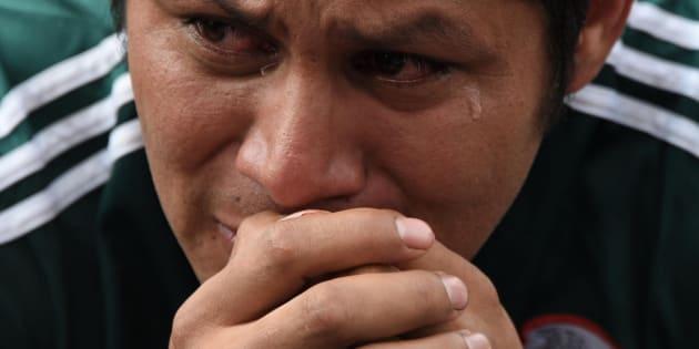 Aficionados mexicanos lloran la eliminación de México en el Mundial de Rusia.