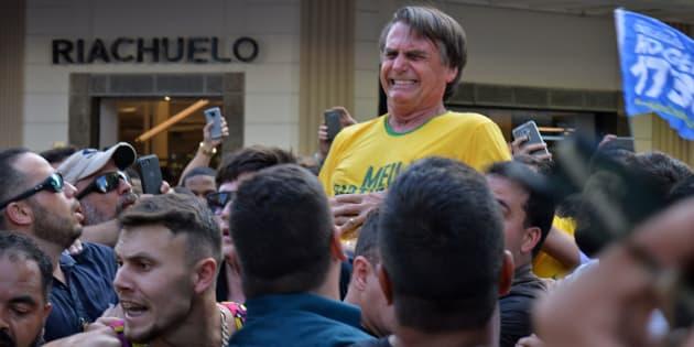 Candidato do PSL à Presidência, Jair Bolsonaro foi atingido por uma facada na região do abdomen em ato de campanha em Juiz de Fora (MG) nesta quinta-feira (6).