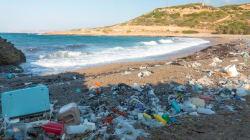 Le plastique ne génère pas que des déchets polluants, il libère aussi des gaz à effet de