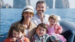 Questa coppia ha trovato la tata per i 3 figli, ha venduto la casa e tutti insieme stanno facendo il giro del