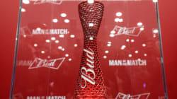 Le trophée Budweiser au coeur d'une petite controverse à la Coupe du