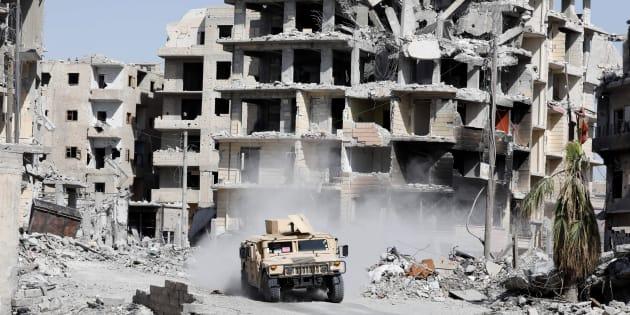 ラッカ市街地。建物が破壊され、激しい戦闘の爪痕がうかがえる=10月8日