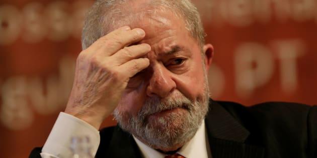 Lula deve continuar preso, decide o presidente do TRF-4, Thompson Flores.