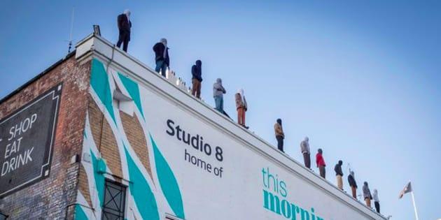 À Londres, 84 statues installées sur le toit d'une tour pour sensibiliser au suicide.
