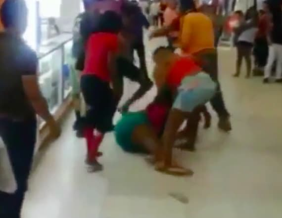 Christmas shoppers brawl at mall in Florida
