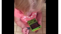El vídeo de una niña con una Game Boy que te hará sentir muy
