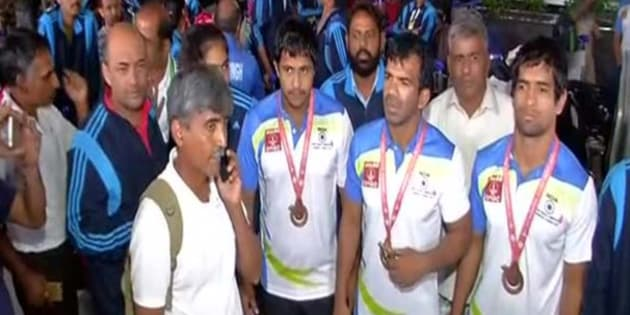 Upset with government, Deaflympics medal winners protest at Delhi Airport