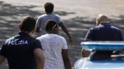 Un gruppo di signore e signorine di Camaiore intrattenevano incontri hot con i profughi in cambio di ricariche sul