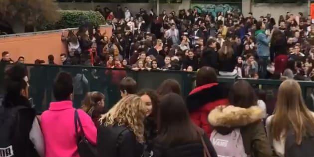 Comme l'a rapporté La Provence, le lycée Adam de Craponne à Salon-de-Provence est bloqué par les lycéens ce mardi matin, en soutien aux gilets jaunes.