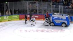 Ce joueur de hockey évite la catastrophe durant une