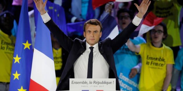 Emmanuel Macron bat Marine Le Pen et devient le 8e président de la Ve République.