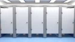 Mystère dans des toilettes... bouchées par beaucoup