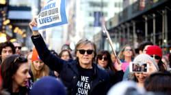 Paul McCartney y miles de estadounidenses marchan contra la política de