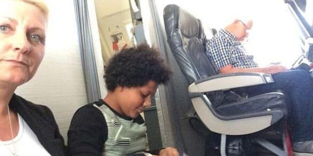 Ils passent leur vol assis par terre car leurs sièges n'existent pas