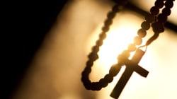 Accusato di stupro, il prete si toglie la vita in