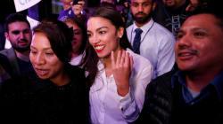 La plus jeune femme jamais élue au Congrès américain était serveuse il y a encore un