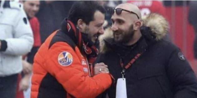Alla festa del Milan Salvini stringe la mano all