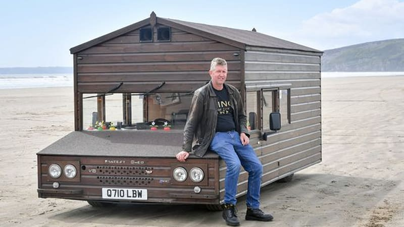 Brit sets triple-digit speed record — in a shed