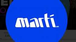 Responde tienda Martí a censura de beso en producción de Manolo
