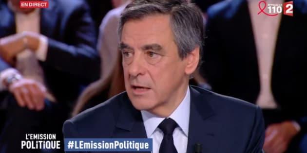 Fillon accuse François Hollande d'être le responsable des fuites le concernant