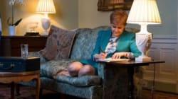 La première ministre écossaise s'est-elle inspirée d'une célèbre photo de Thatcher pour troller Theresa