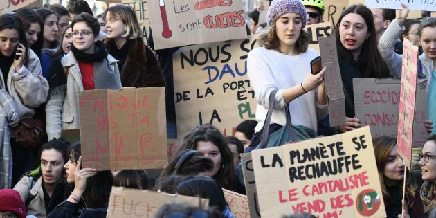 Les élèves mobilisés pour une grève pour le climat, comme c'est le cas dans de nombreux pays, le 22 février 2019 à Paris.