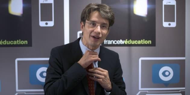 """Bruno Patino lors d'une conférence de presse pour le lancement du site web du groupe, """"francetveducation"""", le 19 novembre 2012 au siège de France Télévisions à Paris."""