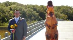 Elle s'est déguisée en T. Rex à son mariage et il a dit