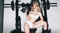 Carine Roitfeld lance un calendrier sexy pour