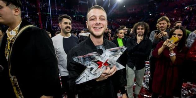 """Anastasio vince """"la finale dei rapper"""". Il discorso in chiusura di Fedez sa di addio. Mengoni ..."""