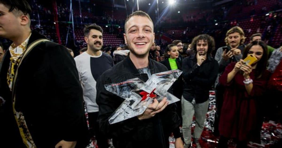 """Anastasio vince """"la finale dei rapper"""". Il discorso in chiusura di Fedez sa di addio. Mengoni incanta il forum"""