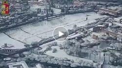 Lo spettacolo di Roma imbiancata in un video ripreso