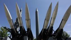 Corea del Norte lanza un misil balístico que sobrevoló