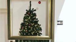 El árbol navideño que se autodestruye al estilo
