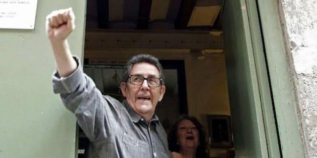 Paco Camarasa, durante el cierre de la librería Negra y Criminal en septiembre de 2015.