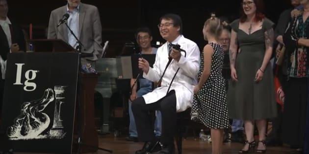 授賞スピーチが長すぎて、少女に「飽きちゃった、もうやめて」と怒られる堀内朗医師