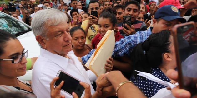 Andrés Manuel López Obrador, presidente electo de Mexico, a su salida de la reunión que sostuvo con el gobernador de Guerrero Hector Astudillo en el centro de Convenciones de Acapulco.