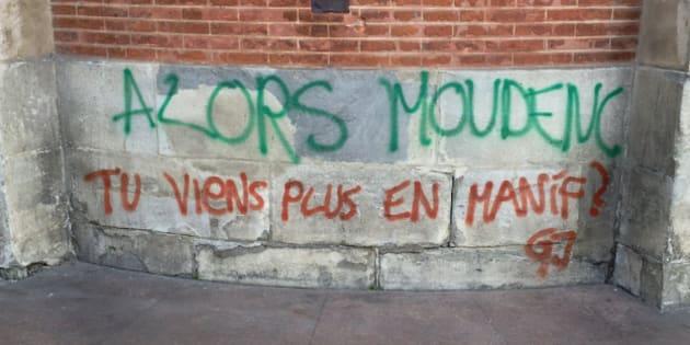 """À Toulouse, les gilets jaunes ont laissé un message à leur maire qui a dévoilé dans la semaine qu'il s'était """"infiltré"""" dans un cortège en décembre."""
