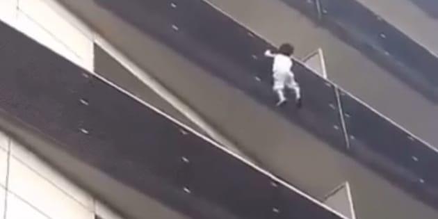 L'enfant était en fait tombé du 6e étage — Mamoudou Gassama