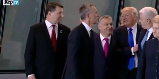 NATO: Trump ruba la scena