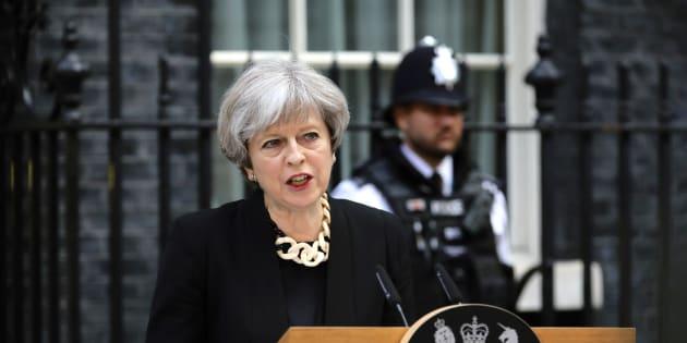 Primeira-ministra fez um discurso forte na manhã deste domingo (4), horas depois dos novos ataques terroristas em Londres.