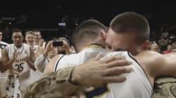 Juste avant son match de basket, son frère soldat lui fait la plus belle des